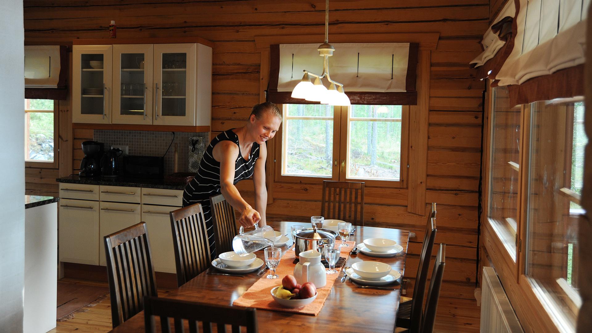 Lokkero – rent a sturdy log cabin on the shore of Lake Saimaa in Mikkeli.