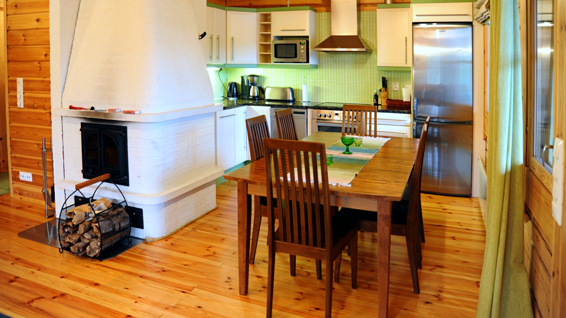 The big kitchen and living-room area in cottage Nuottakallio