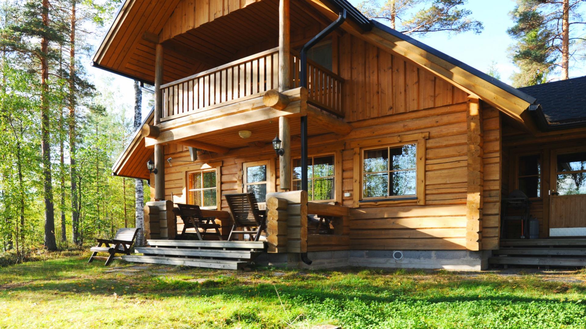 Syväjärvi sijaitsee Mikkelin Suomenniemellä kauniin pienen Syväjärven rannalla